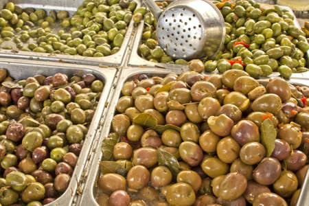 sunday market: Olivos para la venta en un mercado de Domingo