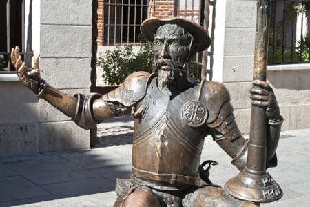 don quijote: Estatua de Don Quijote en la calle de Alcal� de Henares, Madrid, Espa�a