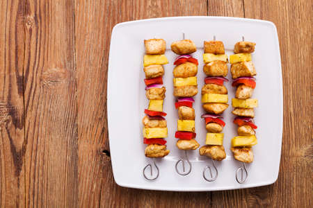 Grilled chicken skewers with pineapple, peppers and onions 版權商用圖片