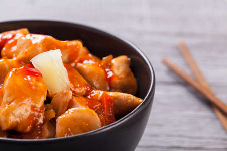 cashew: Chinese chicken sweet and sour sauce, served with rice and vegetables on woodboard