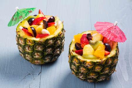 Fresh fruit salad served in bowls with fresh pineapple Standard-Bild