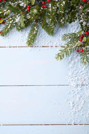 Winter-Hintergrund - blau woodboard Standard-Bild - 47945135