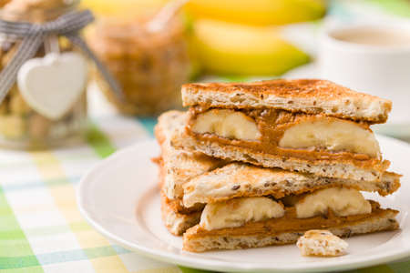 sandwich bread: Sandwich with peanut butter and banana
