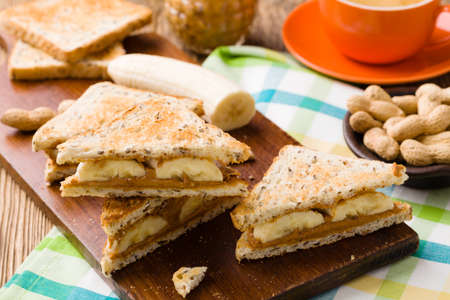 peanut butter: Sandwich with peanut butter and banana