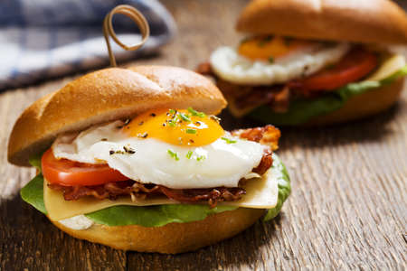 bap: Sandwich with a fried egg, bacon, cheese and vegetables.