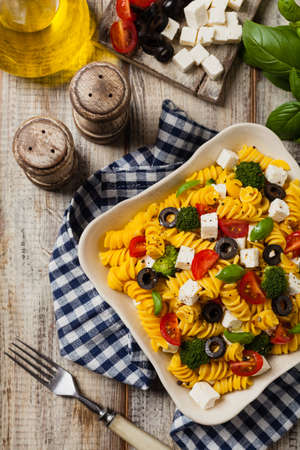 Salad with pasta and feta cheese. Top view. Flat lay. Foto de archivo - 118519594