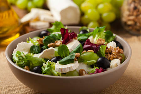 Italian spring salad with goat cheese, grapes and walnuts. Served with croutons. 写真素材