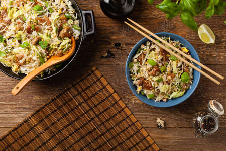 Fried veal, with rice, Chinese cabbage and mushrooms. Sprinkled with sesame and soy sauce. Top view.  Banque d'images