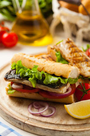 Traditional Turkish sandwich with a scorched mackerel Imagens