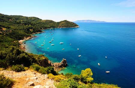 A Typical Italian Seascape With Hills And Indented Coastline 版權商用圖片