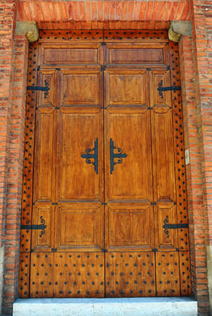 Beau Close Up Image Of Wooden Ancient Italian Door Stock Photo   7632929