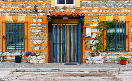spanish homes: Dettaglio della facciata di spagnolo case decorate con fiori Archivio Fotografico