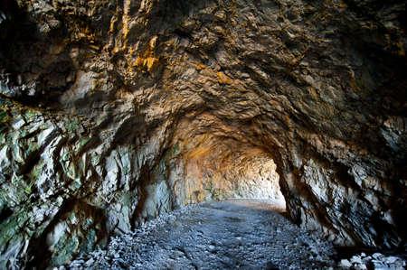 La lumière venant de l'entrée de la mine