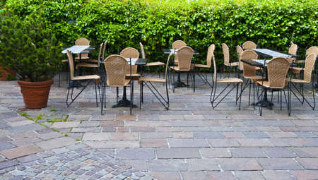 outdoor cafe: Street Cafe Fenced by Hedges
