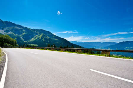 Panoramastrasse- Asphalt Road in the Bavarian Alps 版權商用圖片 - 12396386