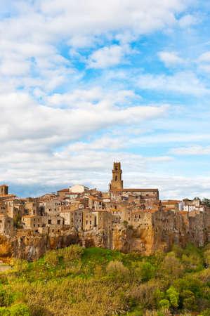 Bekijk de middeleeuwse Italiaanse stad van Pitigliano