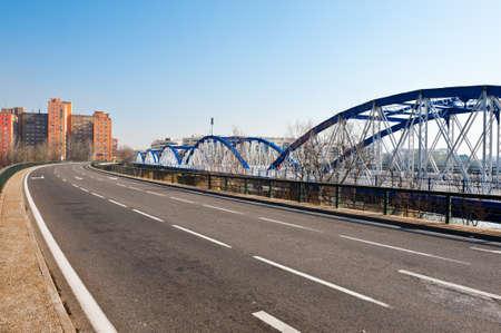 ebro: Ponte metallico sul fiume Ebro a Saragozza, Spagna Archivio Fotografico
