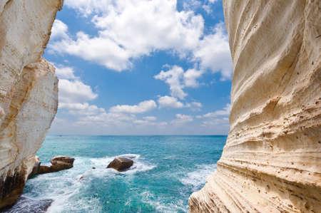 paisaje mediterraneo: Rosh Hanikra Acantilado cerca de la frontera entre Israel y L�bano