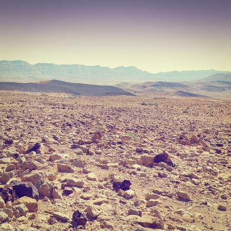 desierto: Gran Cr�ter en el desierto de Negev, Israel Foto de archivo