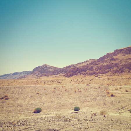 desierto: Piedras grandes en las colinas de arena de Samaria, Israel, Efecto Instagram