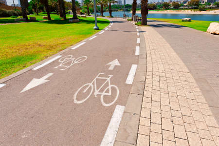 tel: Bicycle Track along the Yarkon river in Tel Aviv, Israel Stock Photo