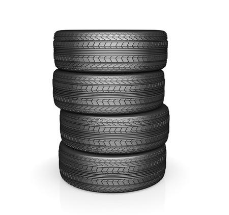 apilar: Neumático de coche con protector, aislado en fondo blanco