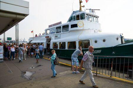 reisen: HAMBURG, GERMANY - AUGUST 14, 2015: Ferrys at Landungsbruecken jetty pier, Hamburg harbor