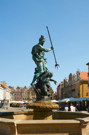 wielkopolskie: POZNAN, POLAND - AUGUST 20, 2015: Neptune fountain in the Old Market Square  at the city center