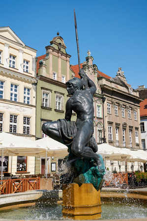 wielkopolskie: POZNAN, POLAND - AUGUST 20, 2015: Mars fountain, old Market Square at the city center, Stary Rynek