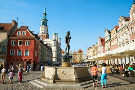wielkopolskie: POZNAN, POLAND - AUGUST 20, 2015: Sculpture of Apollo, Old Market Square at the city center, Stary Rynek