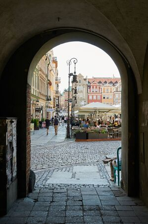 wielkopolskie: POZNAN, POLAND - AUGUST 20, 2015: View through the archway on old Market Square at the city center, Stary Rynek Editorial