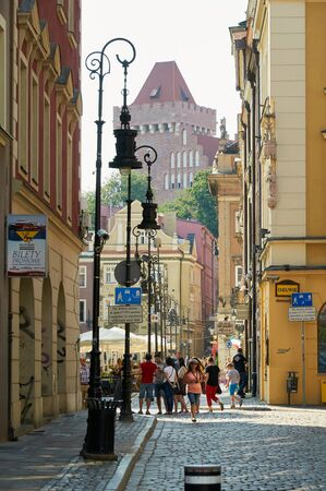 wielkopolskie: POZNAN, POLAND - AUGUST 20, 2015: Historical city center, old town streets with shops and restaurants