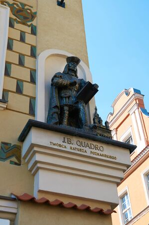 stary: POZNAN, POLAND - AUGUST 20, 2015: The figure of the architect J. B. Quadro, the creators of city Hall, Stary Rynek. Poznan