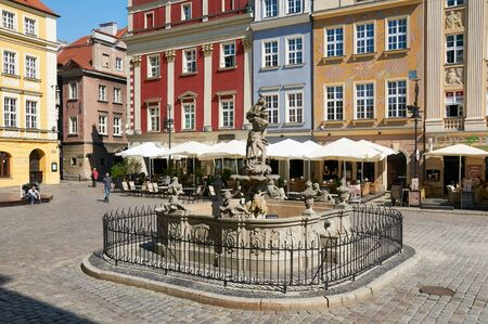 wielkopolskie: POZNAN, POLAND - AUGUST 20, 2015: Proserpinas fountain, old Market Square at the city center, Stary Rynek