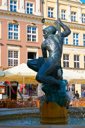 stary: POZNAN, POLAND - AUGUST 20, 2015: Mars fountain, old Market Square at the city center, Stary Rynek