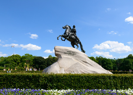uomo a cavallo: SAINT PETERSBURG, RUSSIA - JUNE 17, 2016: Monument of Russian emperor Peter the Great, known as The Bronze Horseman, Saint Petersburg