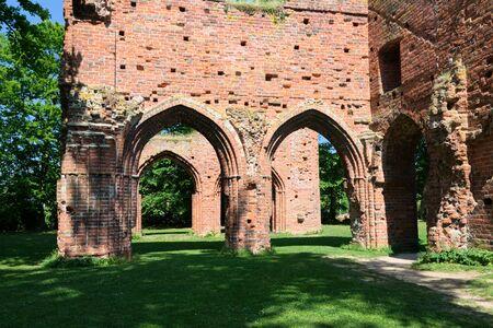 Ruine des Klosters Eldena. Greifswald Standard-Bild - 69669725