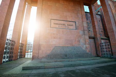 Kaliningrad, Russland - 22. Dezember 2016: Das Grabmal des berühmten deutschen Philosophen Immanuel Kant in Kenigsberg Kathedrale. Standard-Bild - 68136990