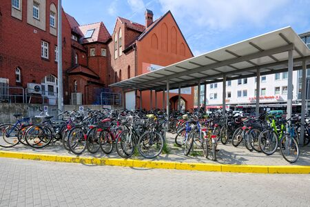 STRALSUND, GERMANY - MAY 26, 2016: Covered Bicycle Parking at the railway station 新聞圖片