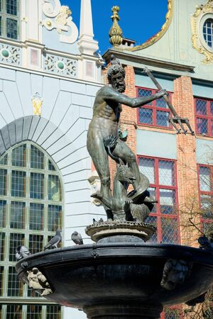 GDANSK, POLAND - APRIL 6, 2017: Fountain of the Neptune in old town of Gdansk 版權商用圖片 - 75773584
