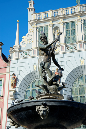 GDANSK, POLAND - APRIL 6, 2017: Fountain of the Neptune in old town of Gdansk 新聞圖片