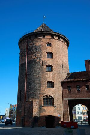 GDANSK, POLAND - APRIL 6, 2017: Stagiewna Gate and Tower on the Old Town of Gdansk, Poland 新聞圖片
