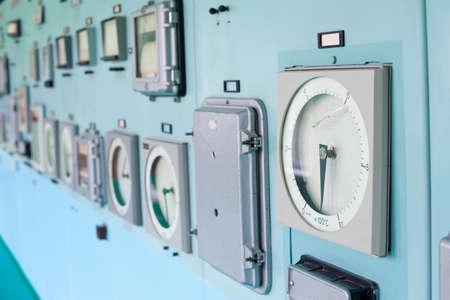 tablero de control: Panel de control de instrumentaci�n. Sala de control.
