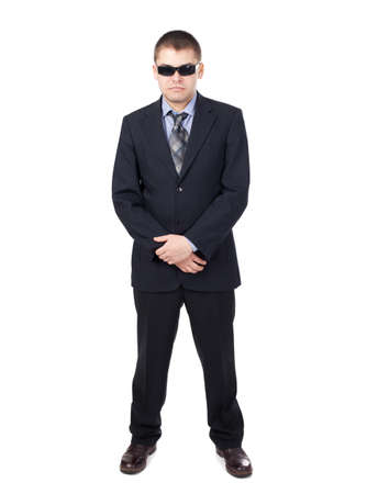 garde du corps: Agent de s�curit� portant un costume et lunettes de soleil isol� sur fond blanc