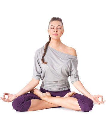 Phụ nữ trẻ làm bài tập yoga Padmasana (Lotus Pose). Bị cô lập trên nền trắng Kho ảnh