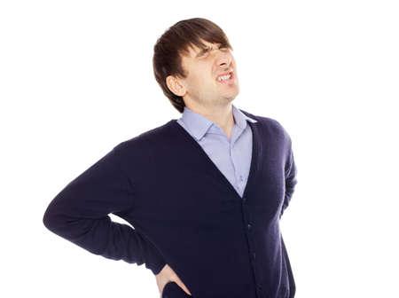 Giovane uomo con un mal di schiena isolato su sfondo bianco