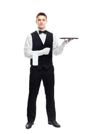 ritratto a figura intera di giovane cameriere sorridente con vassoio vuoto isolato su sfondo bianco Archivio Fotografico