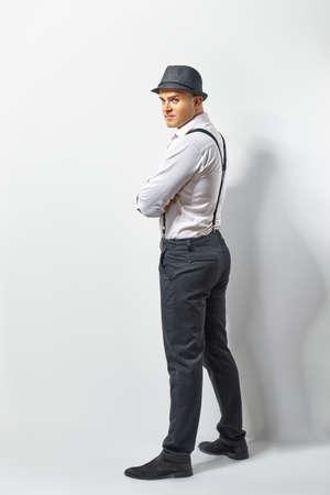 hombre con sombrero: Perfil de un hombre guapo en el sombrero