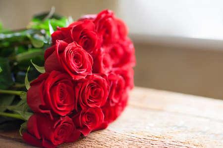 Rode rozen boeket. Bloemen. Romantische achtergrond Stockfoto