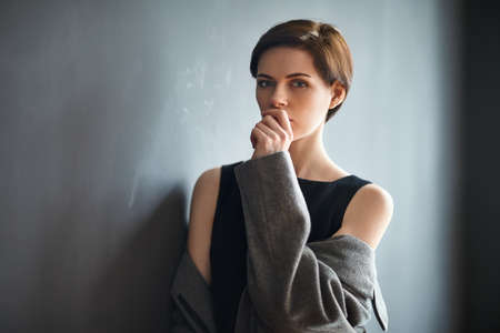 the thoughtful: Portrait of thoughtful beautiful woman on dark background
